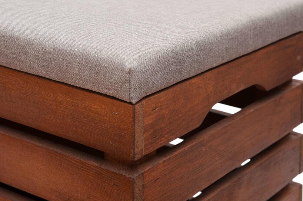 Skrzynia tapicerowana bejcowana