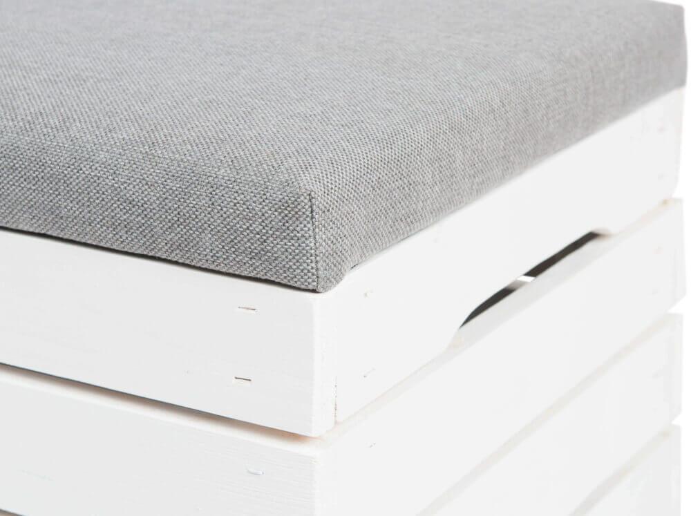 Skrzynia tapicerowana biała